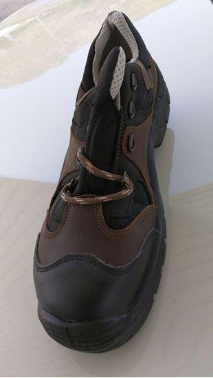 Foto de calzado de protección y seguridad bicolores
